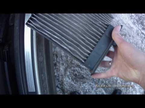 В видео показано, как своими руками поменять лампочку дальнего ближнего света на Toyota Auris H11.